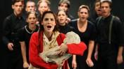 """מתוך """"מעגל הגיר הקווקזי"""" בתיאטרון הקאמרי, בשבוע שעבר (צילום: משה שי)"""