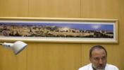 שר החוץ אביגדור ליברמן, במשרדו. 19.7.10 (צילום: ליאור מזרחי)
