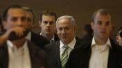 ראש הממשלה בנימין נתניהו (במרכז). שני משמאל: הדובר ניר חפץ(צילום: ליאור מזרחי)