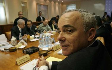 שר האוצר יובל שטייניץ אתמול בישיבת הקבינט (צילום: פלאש 90)
