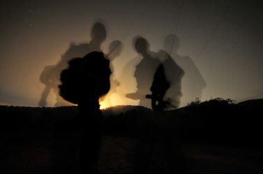 חיילים מנווטים בהר הכרמל, בליל אתמול (צילום: שי לוי)