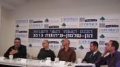 """מימין: אבנר הופשטיין, אלעד מן, ניר בכר, אלדד יניב ורני רהב, בכנס העמותה לדמוקרטיה מתקדמת, 21.4.13 (צילום: """"העין השביעית"""")"""