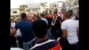 """כתב """"אל-ג'זירה"""" אליאס כראם (מוקף בעיגול) מותקף בידי המון בס'חנין, 30.3.13 (צילום מסך, מתוך סרטון """"מינברונה"""")"""