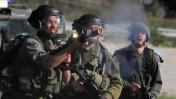 """חיילי צה""""ל בזמן מהומות ליד מחנה עופר סמוך לירושלים (צילום: עיסאם רימאווי)"""