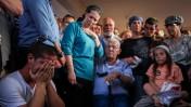 משפחת בורובסקי מתאבלת על האב שנרצח בידי פלסטיני, אתמול (צילום: אבישג שאר-ישוב)