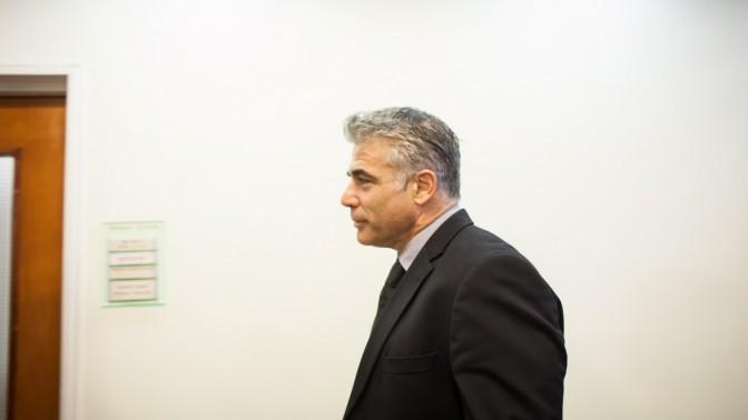שר האוצר יאיר לפיד מגיע לישיבת הקבינט, היום (צילום: אמיל סלמן)