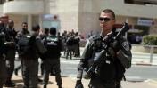 כוחות ביטחון מחוץ לסניף בנק הפועלים בבאר שעבר, 20.5.13 (צילום: דוד בוימוביץ')