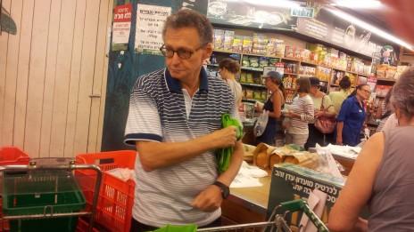 הפרשן הכלכלי סבר פלוצקר. תל-אביב, יולי 2012 (צילום: שוקי טאוסיג)