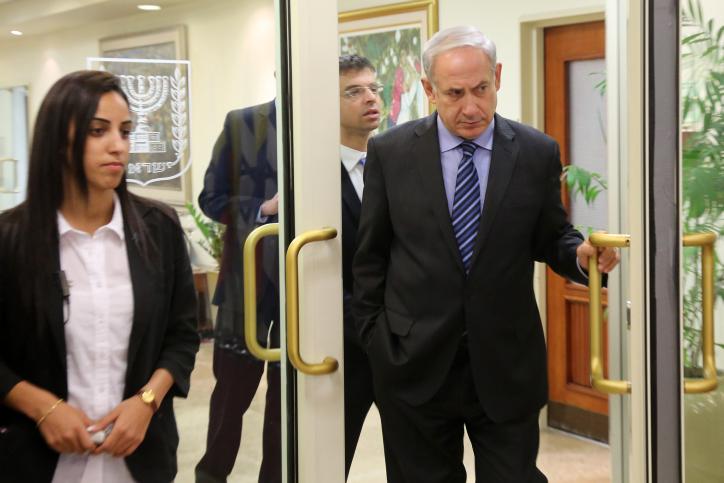 ראש הממשלה בנימין נתניהו במשרדו בירושלים (צילום: ישראל מארק סלם)