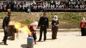 נערות פלסטיניות לוקחות חלק בתרגיל הגנה אזרחית במהלך קייטנה של חמאס ברפיח, אתמול (צילום: עבד רחים חטיב)