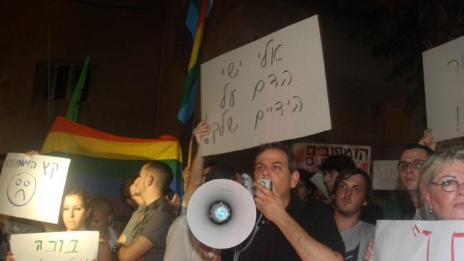 הפגנה אחרי הרצח בבר נוער, תל-אביב 1.8.09 (צילום: רוני שיצר)