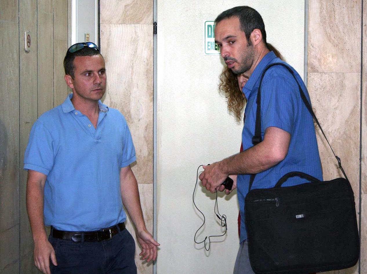 """המשנה למנכ""""ל """"מעריב"""" אודי רגונס (משמאל) ויו""""ר ארגון העיתונאים יאיר טרצ'יצקי (צילום: """"העין השביעית"""")"""