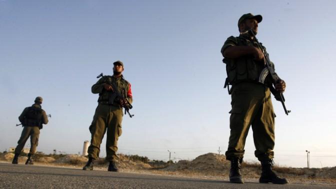 חיילי חמאס מפטרלים ליד רפיח, מאי 2013 (צילום: עבד רחים אל כתיב)