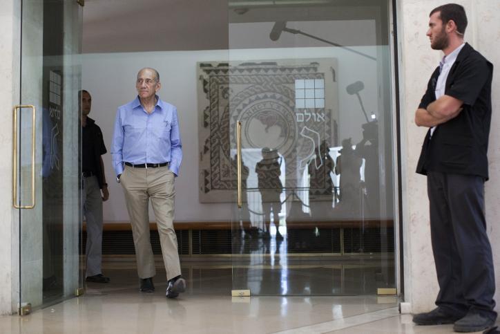 ראש הממשלה לשעבר אהוד אולמרט בבית-המשפט העליון, אתמול (צילום: יונתן סינדל)