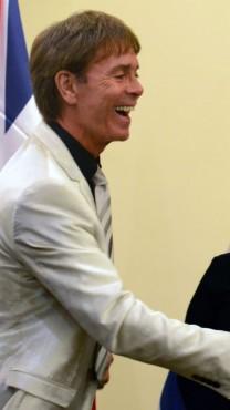 """הזמר קליף ריצ'רד, אתמול, בפגישתו עם ראש הממשלה ורעייתו  (צילום: קובי גדעון, לע""""מ)"""