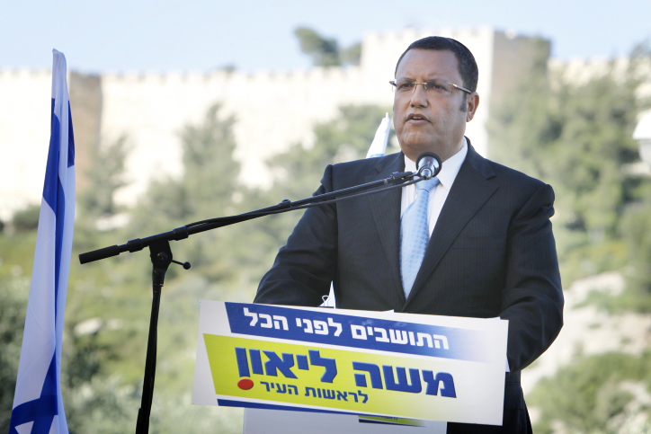 משה ליאון, רואה-החשבון מגבעתיים, מכריז אתמול על מועמדותו לראשות עיריית ירושלים (צילום: מרים אלסטר)