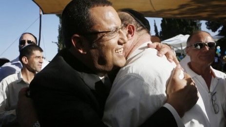משה ליאון, רואה-חשבון מגבעתיים, במסיבת עיתונאים שבה הודיע על מועמדותו לראשות עיריית ירושלים (צילום: מרים אלסטר)