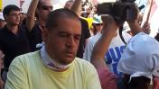 כתב הפלילים העיתונאי אבי אשכנזי בהפגנת עובדי מעריב, ספטמבר 2012. צילום: העין השביעית