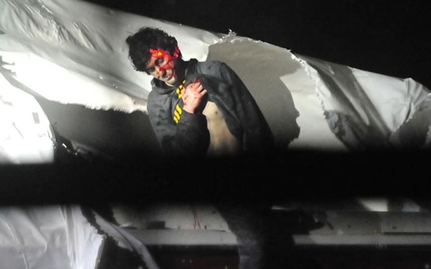 """תמונתו של צארנייב כשהוא נורה בידי שוטרי משטרת בוסטון, אחת מרבות שמסר הצלם המשטרתי שון מרפי לעיתונות בתגובה לשער ה""""רולינג סטון"""""""
