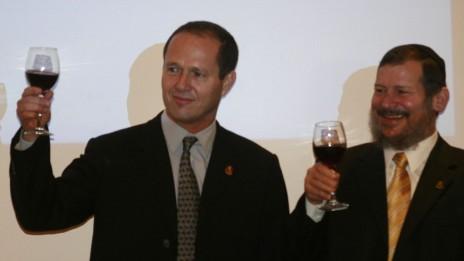 מזכרת מראש העיר (3): לופוליאנסקי עם ברקת בהרמת כוסית לרגל כניסתו לתפקיד, 3.12.08 (צילום: פלאש 90)