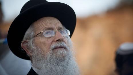 """הרב זלמן ברוך מלמד, ממייסדי """"ערוץ 7"""" והסמכות הרוחנית של קבוצת התקשורת, לוקח חלק בתפילה קבוצתית בגבעת-האולפנה, בית-אל, 19.6.12 (צילום: יונתן זינדל)"""