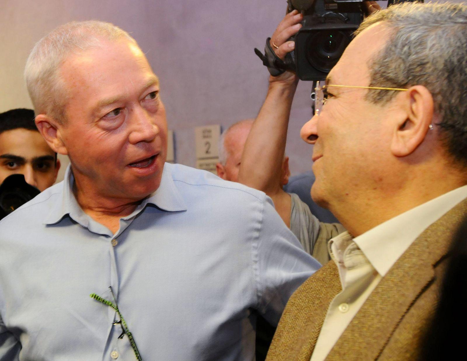 יואב גלנט עם אהוד ברק באירוע לרגל פרישתו ממשרד הביטחון, 14.3.13 (צילום: יוסי זליגר)
