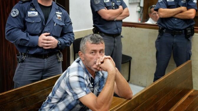 איידן דמירן, מהגר עבודה מטורקיה החשוד ברצח דניס אילונה, מהגרת עבודה מרומניה, היום בבית המשפט המחוזי בתל-אביב (צילום: יוסי זליגר)