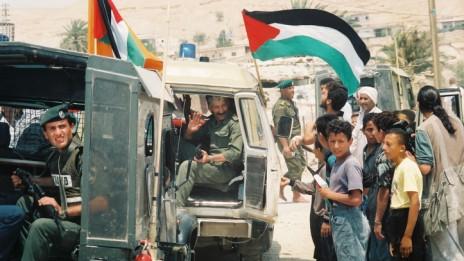 חגיגות בואם של שוטרים פלסטינים ליריחו, 13.5.94 (צילום: יוסי זמיר)