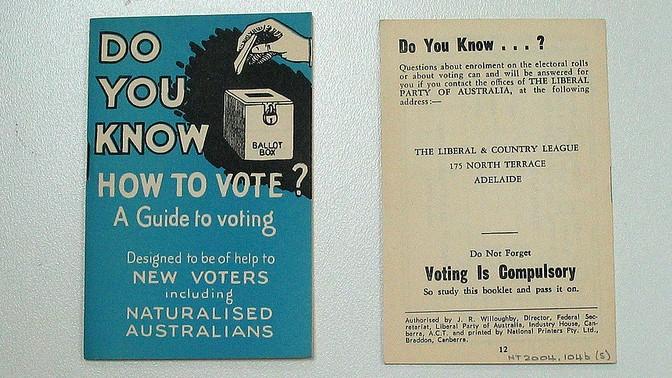 חוברת הדרכה לבחירות באוסטרליה (צילום: מוזיאון ההגירה באדלייד, רישיון cc-by-nc)