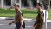 """חיילי צה""""ל סמוך לביתו של תומר חזן, שנרצח בידי פלסטיני. 21.9.13 (צילום: גדעון מרקוביץ')"""