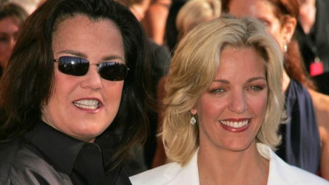 הקומיקאית האמריקאית רוזי אודונל וזוגתה דאז קלי קרפנטר, אוגוסט 2006