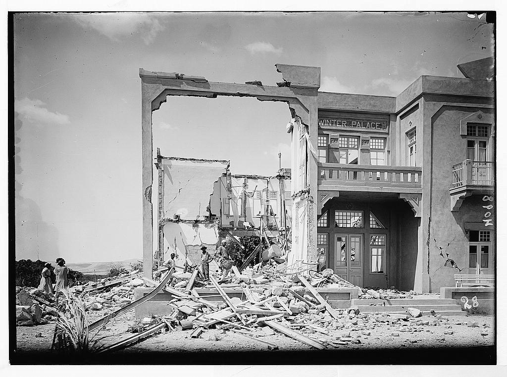 שרידי מלון ארמון-החורף ביריחו, שנהרס ברעידת האדמה של יולי 1927 (צילום: צלמי המושבה האמריקאית, אוסף מטסון בספריית הקונגרס, נחלת הכלל)