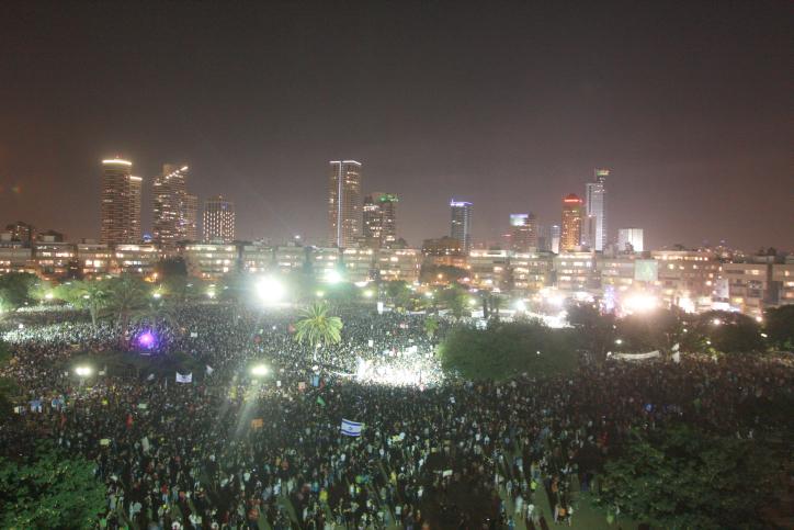 """הפגנת """"המחאה החברתית"""", כיכר המדינה בתל-אביב, 3.9.11 (צילום: רוני שיצר)"""