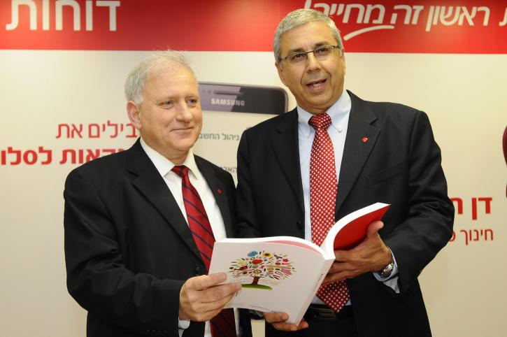 """יו""""ר בנק הפועלים יאיר סרוסי (משמאל) והמנכ""""ל ציון קינן, 29.3.12 (צילום: יוסי זליגר)"""