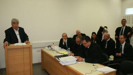 """עמי אראל בבית-המשפט המחוזי מרכז, 23.10.13 (צילום: """"העין השביעית"""")"""