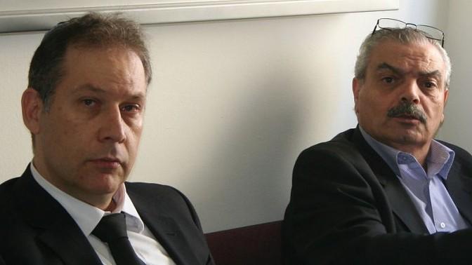 """מנכ""""ל אגודת העיתונאים ת""""א יוסי בר-מוחא (מימין) ובא כוחה עו""""ד אילן בומבך, בית הדין הארצי לעבודה, 26.11.13 (צילום: אורן פרסיקו)"""