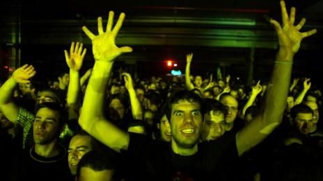 קהל בהופעה של רמי פורטיס. ירושלים, 11.11.10 (צילום: אביר סולטן)