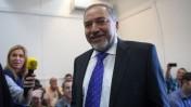 אביגדור ליברמן בבית המשפט השלום, מיד אחרי שזוכה בפרשת השגריר, 6.11.13 (צילום: אמיל סלמן)