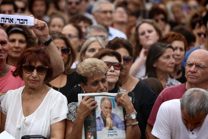 קהל בטקס האשכבה לזמר אריק איינשטיין, תל-אביב, 27.11.13 (צילום: יונתן זינדל)