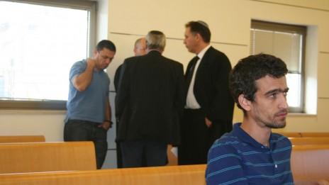 """נתנאל שלומוביץ, לשעבר עורך ב-ynet, בדיון בבית-הדין הארצי לעבודה. ברקע: עו""""ד אילן בומבך, בא-כוחה של אגודת העיתונאים, מנכ""""ל האגודה יוסי בר-מוחא והיו""""ר רותם אברוצקי (צילום: """"העין השביעית"""")"""