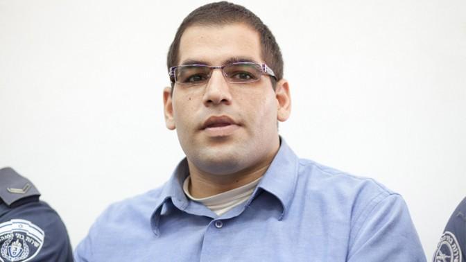 דניאל מעוז, שהורשע ברצח הוריו, בבית המשפט המחוזי בירושלים, 17.10.12 (צילום: אורן נחשון)
