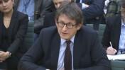 """אלן רוסברידג'ר, עורך ה""""גרדיאן"""", בשימוע לפני הפרלמנט הבריטי על פרסום מסמכי סנודן, 3.12.13 (צילום מסך)"""