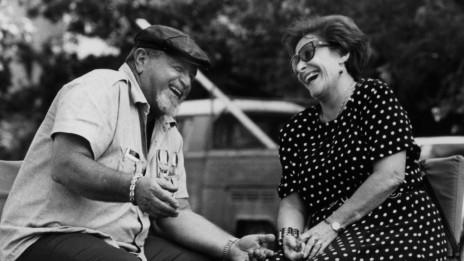 דידי מנוסי ובלה אלמוג, 1986 (צילום: משה שי)