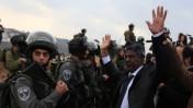פלסטיני מחופש לנלסון מנדלה, בהפגנת מחאה נגד בניית התנחלות בגדה המערבית. 7.12.13 (צילום: עיסאם רימאווי)