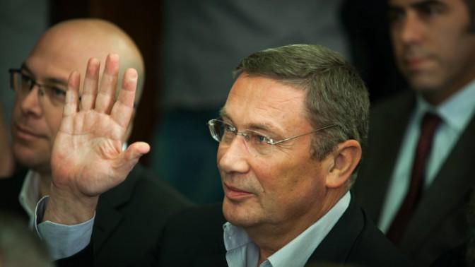 איש העסקים נוחי דנקנר בבית המשפט המחוזי בתל-אביב, אתמול. 17.12.13 (צילום: אריק סולטן)