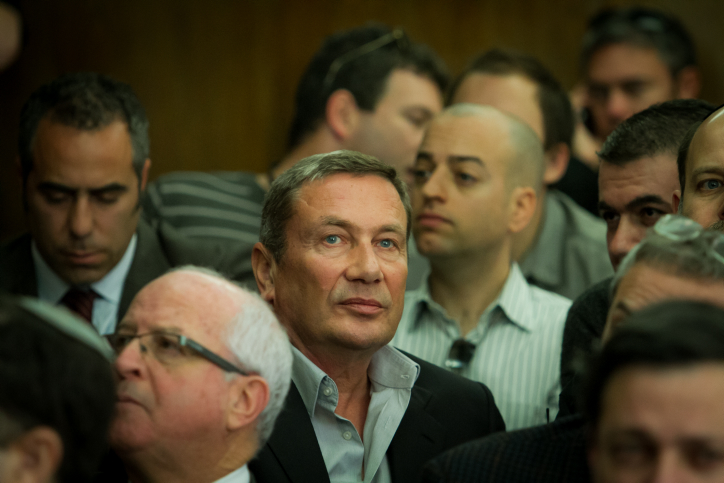 נוחי דנקנר בבית-המשפט המחוזי בתל-אביב, עם אישור החלטת הנושים להעביר משליטתו את תאגיד אי.די.בי. 17.12.13 (צילום: אריק סולטן)