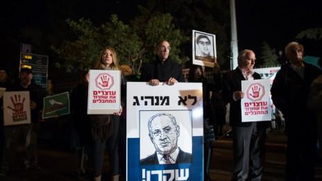 הפגנה נגד שחרור מחבלים, מול בית ראש הממשלה בירושלים. 28.12.13 (צילום: יונתן זינדל)