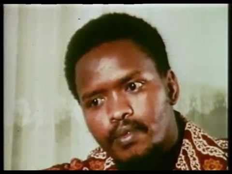 פעיל הקונגרס הלאומי האפריקאי סטיב ביקו בראיון טלוויזיוני (צילום מסך)