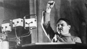 אנדריי ז'דנוב נואם בכנס הסופרים הסובייטים במוסקבה, על אודות הדוקטרינה של ריאליזם סוציאליסטי (נחלת הכלל)