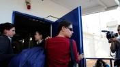 ענת קם (במרכז) מגיעה לכלא כדי להתחיל בריצוי תקופת המאסר שנגזרה עליה בשל הדלפת מסמכים צבאיים מסווגים, 23.11.11 (צילום: יוסי זליגר)